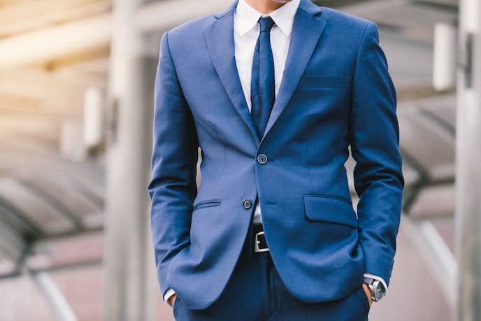 誠実なネイビースーツ