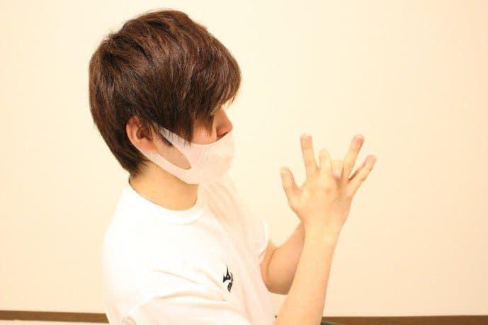 指の柔軟ストレッチ